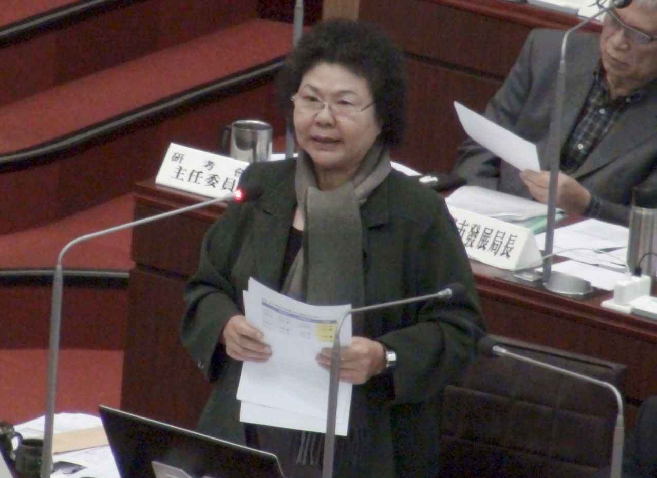 對於昔日市長選舉競爭對手、已故黃俊英,高雄市長陳菊強調她對黃俊英的敬意,從過去到...