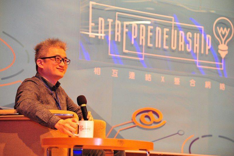 台灣AI實驗室創辦人杜奕瑾,來到清華創業日分享「鄉民智慧與AI創新」。圖/清大提供