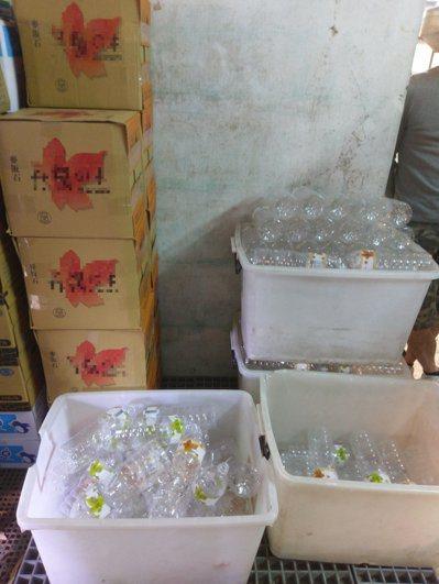 高雄一名李姓男子從民國97起,回收小吃店、酒店的空寶特瓶後,再裝自來水後販售回小...