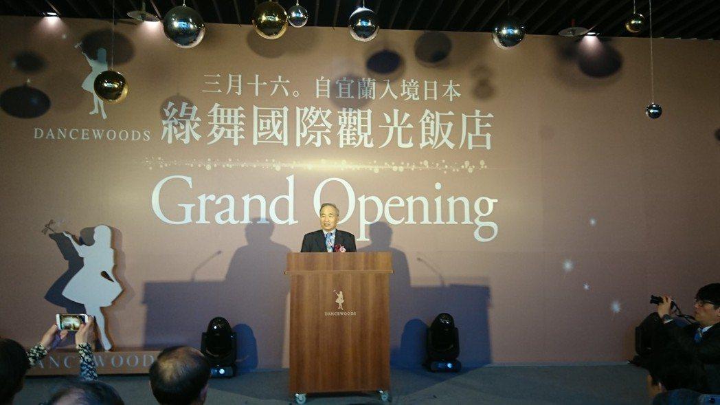 綠舞飯店董事長藍俊德打造綠舞飯店,今天開幕。