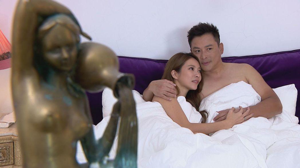高宇蓁(左)為「金家好媳婦」獻出泳裝和床戲,右為江宏恩。圖/三立提供