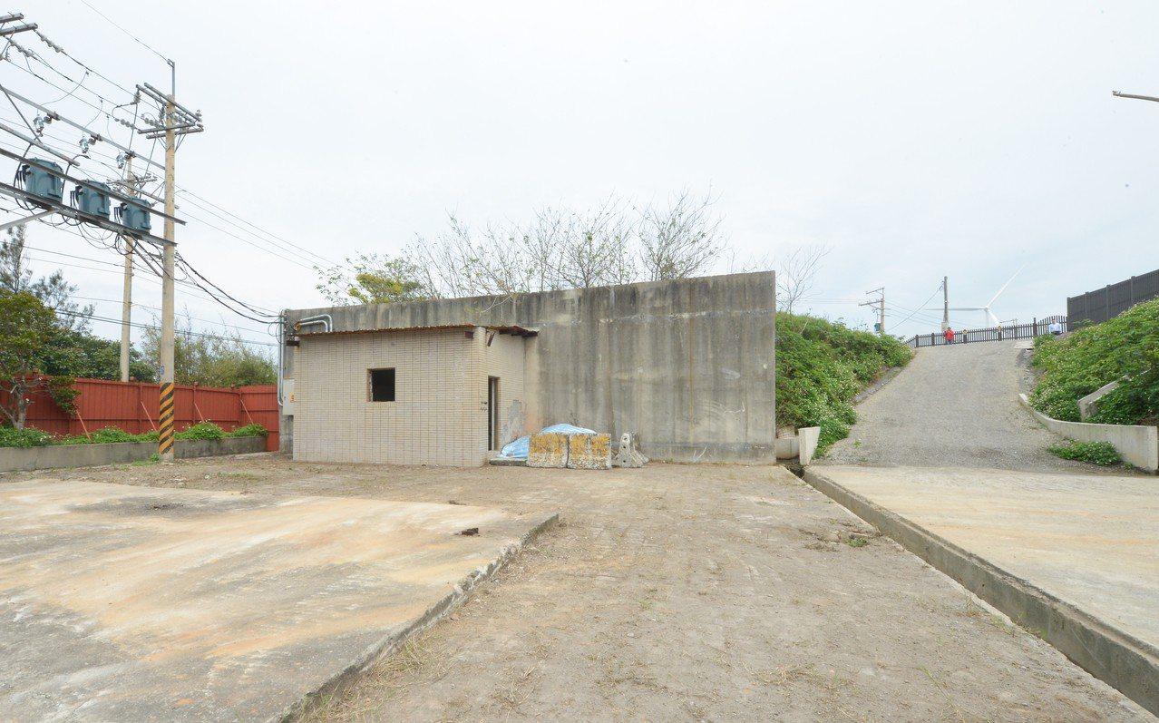 永興掩埋場轉型完工後即使圍牆也要美化,不再冰冷。記者鄭國樑/攝影