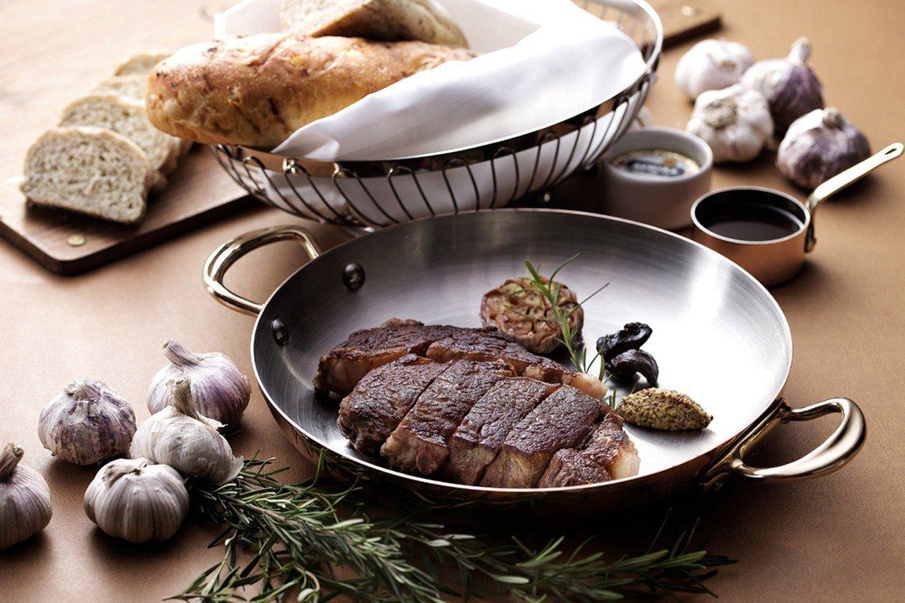 為慶祝獲得米其林餐盤推薦,若兩人同行可享有77折優惠。圖/台北花園大酒店提供