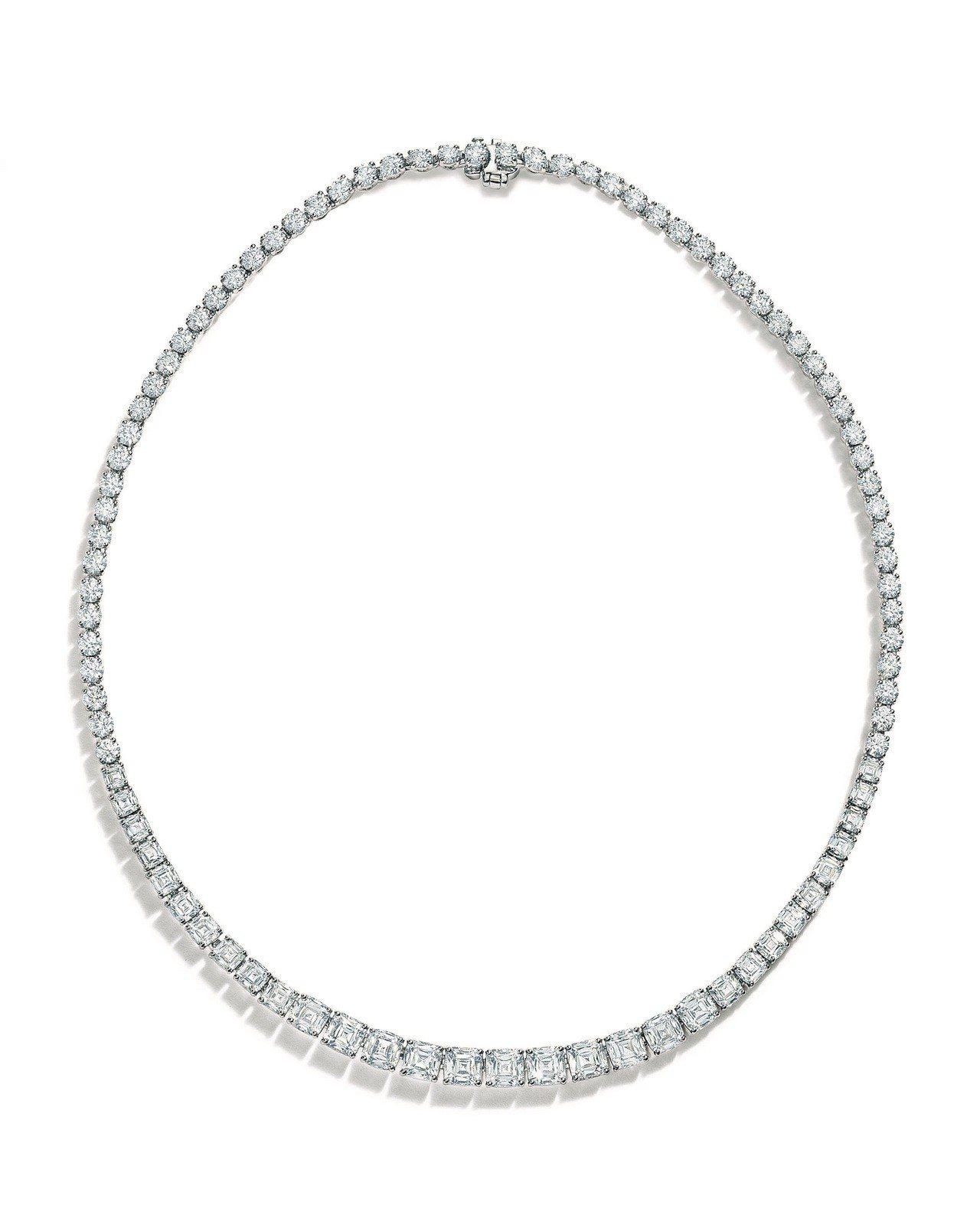 Tiffany鉑金鑲嵌總重36.09克拉枕形與圓形切割鑽石項鍊,1,543萬元。...