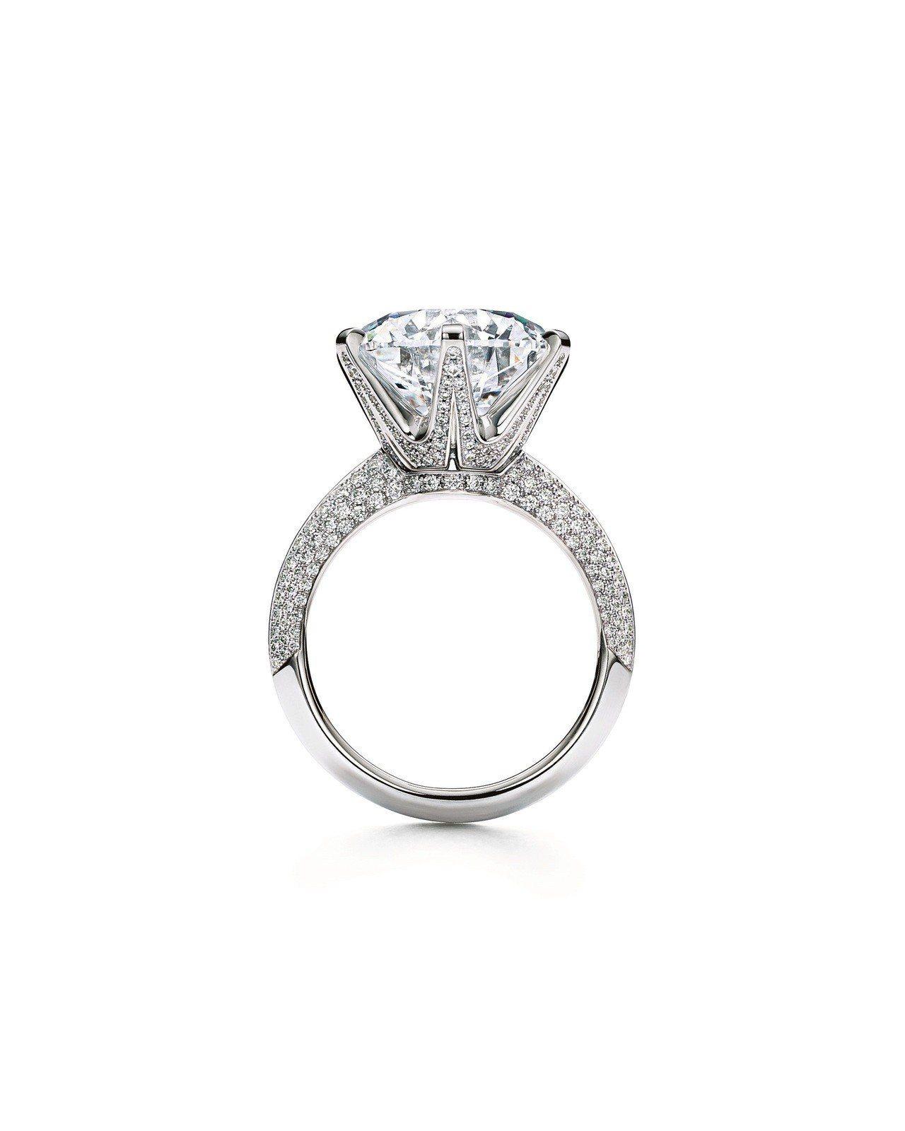 The Tiffany Setting 鉑金鑲嵌8.27克拉鋪鑲鑽石戒指,F,V...