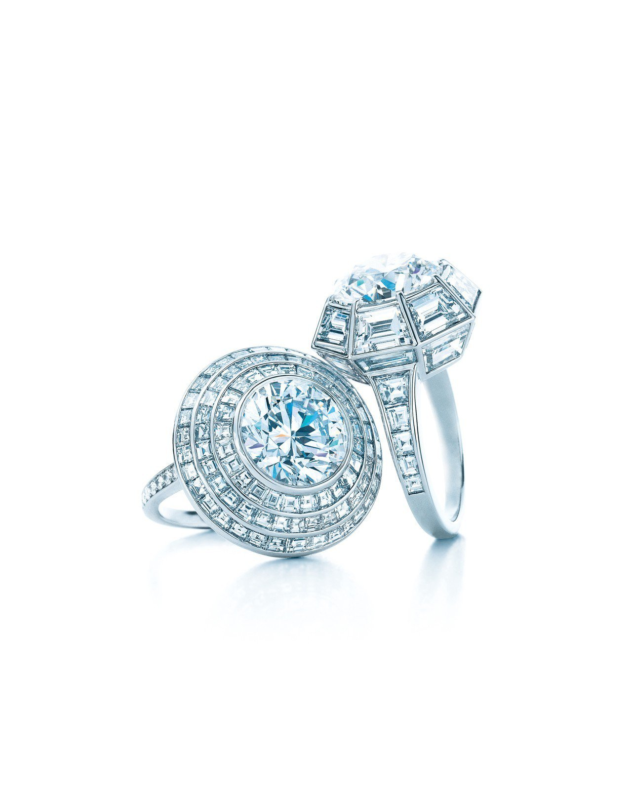 Tiffany鉑金鑲嵌5.01克拉圓形切割鑽石戒指(E,VS1) 2,209萬元...