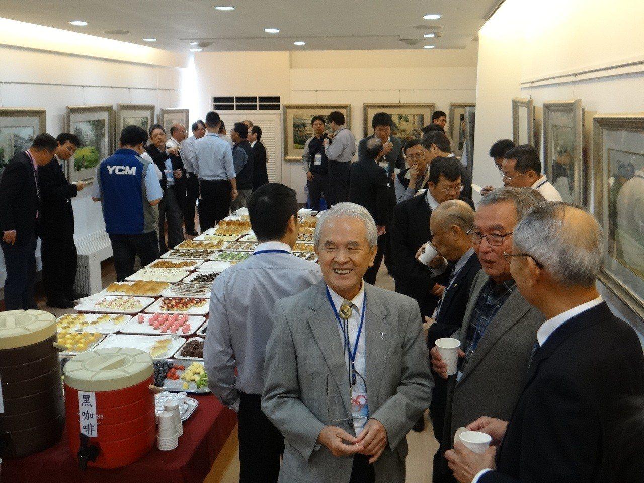 虎尾科大師生團隊研發成功的「五軸光學式檢測系統」,台灣20多家科技產業董事長難得...