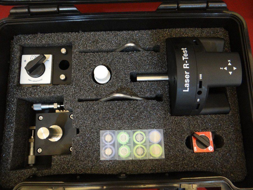 虎尾科大師生團隊研發成功的「五軸光學式檢測系統」,已獲世界專利,將帶給台灣光電科...