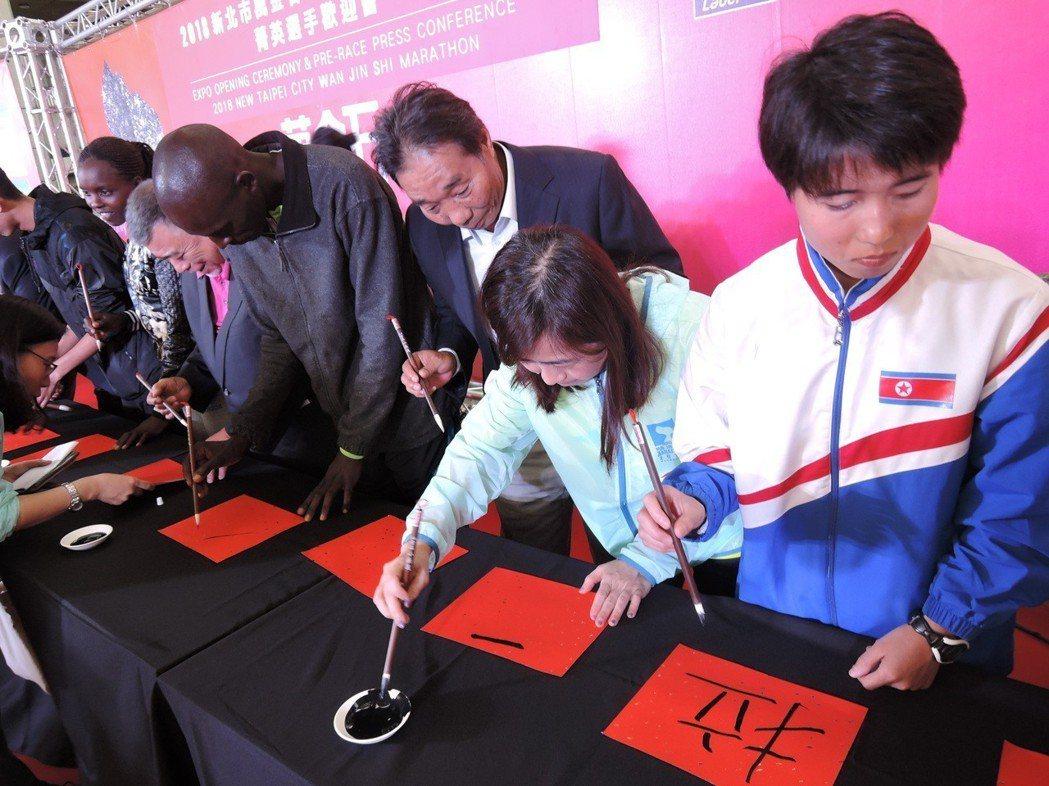 新北市政府和中華民國田徑協會昨天下午在市民廣場博覽會舉辦萬金石菁英選手歡迎會,國...
