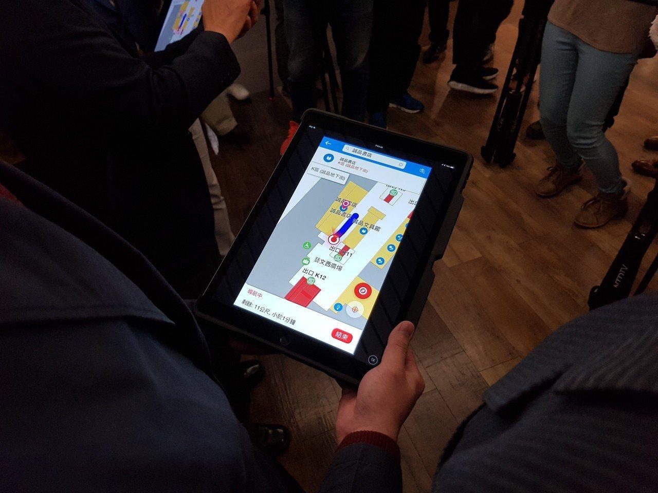 「台北車站通」室內導航App利用藍牙技術,來定位用戶位置。 記者翁浩然/攝影