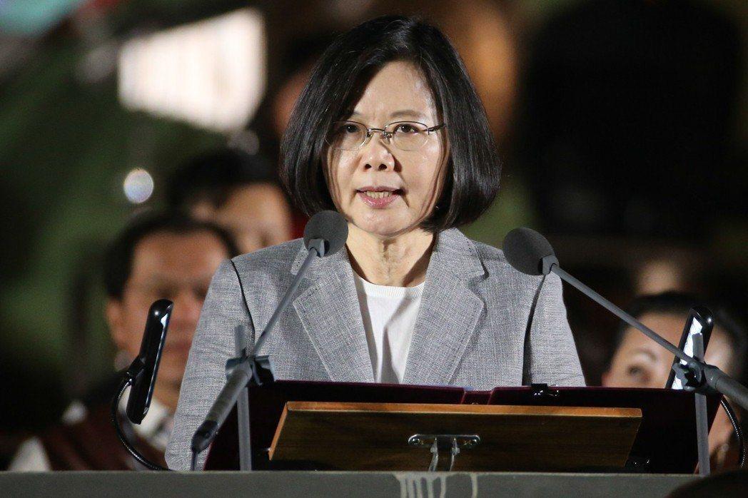 法官陳鴻斌被控性騷擾助理再審案惹議,蔡英文(圖)在臉書表示,台灣離性別平等還有一...
