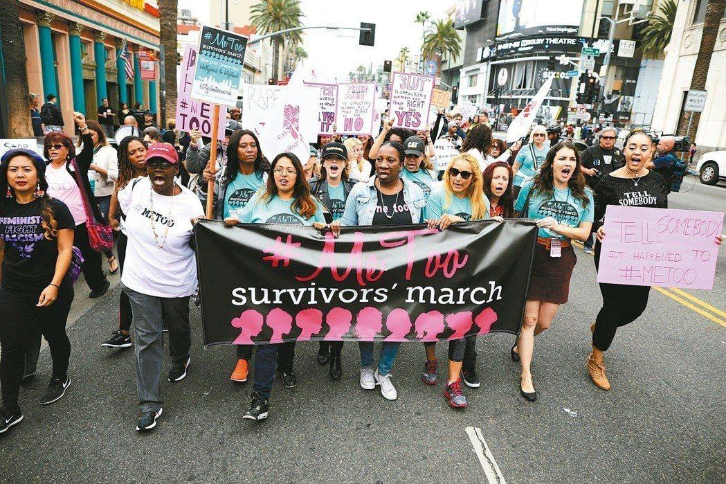 美國洛杉磯好萊塢12日舉辦反性騷擾大遊行。(路透)