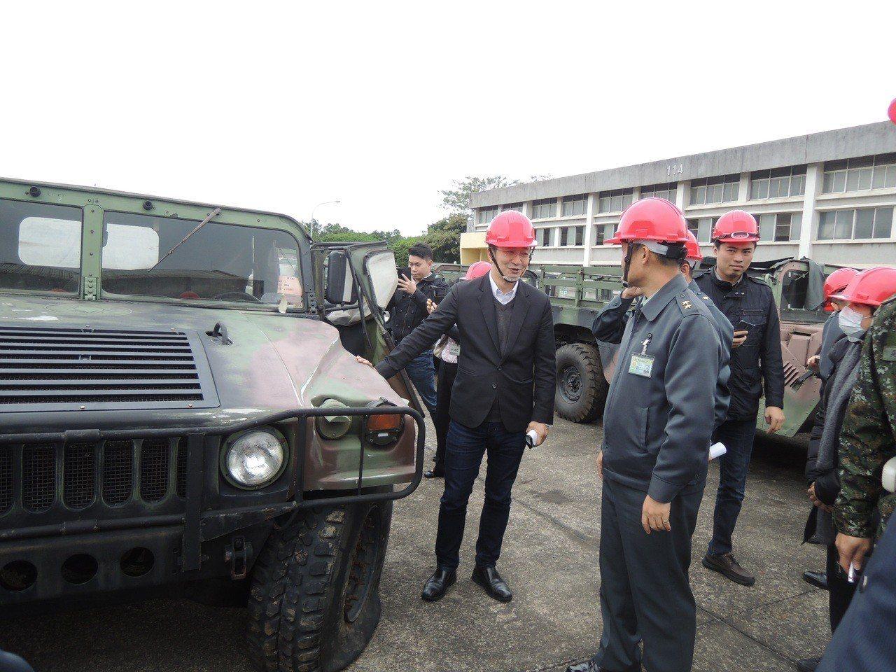 為鞏固邦交,蔡政府援贈多明尼加高達10億元軍援物資,包括兩架UH-1H直升機、9...