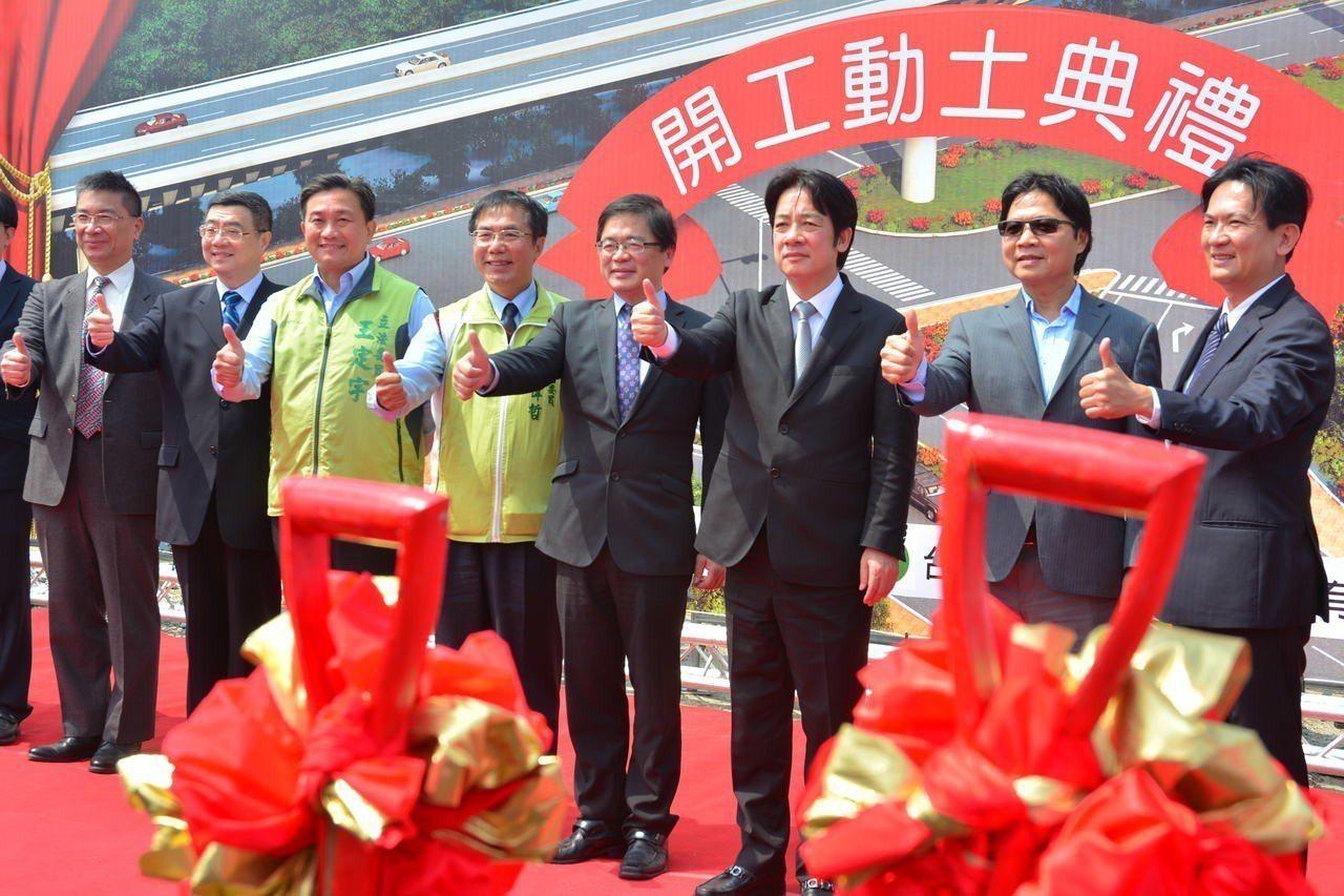 行政院長賴清德(右三)主持台南都會區北外環道三期動工典禮。記者吳淑玲/攝影