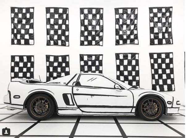 藝術家 Joshua Vides 擅長將黑白強烈的素描風格體現在真實物品上,就如...