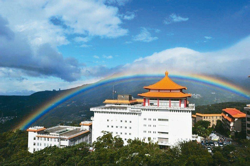 文化大學時常可以觀測彩虹。 圖/文化大學提供