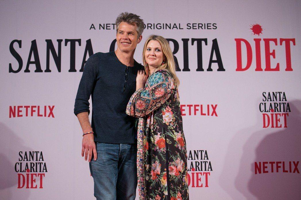提摩西奧利芬特與茱兒芭莉摩出席「小鎮滋味」第2季曼谷記者會。圖/Netflix提...
