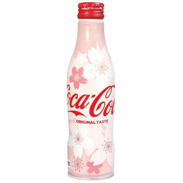 頂好推出可口可樂櫻花版鋁罐,售價65元。圖/頂好提供