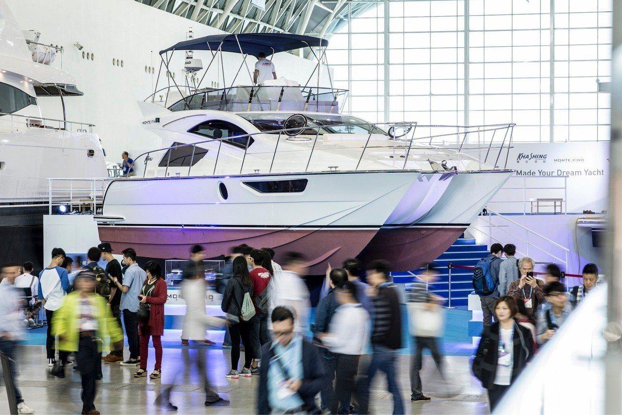台灣遊艇展現場展出大型遊艇,吸引國際買主的目光。 圖/貿協提供