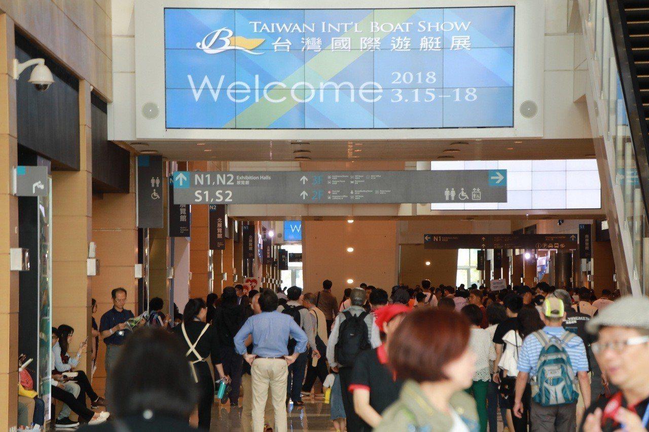 台灣遊艇展15日開幕,展到18日為止,每天來看遊艇的人絡繹不絕。圖/貿協提供