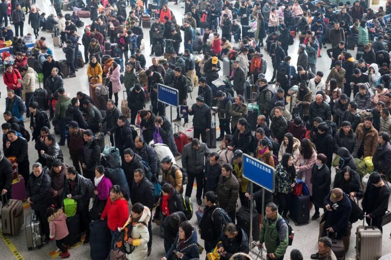 5月1日起,中國將禁止在該國「社會信用系統」中排名落後者在一年內購買飛機票或火車...