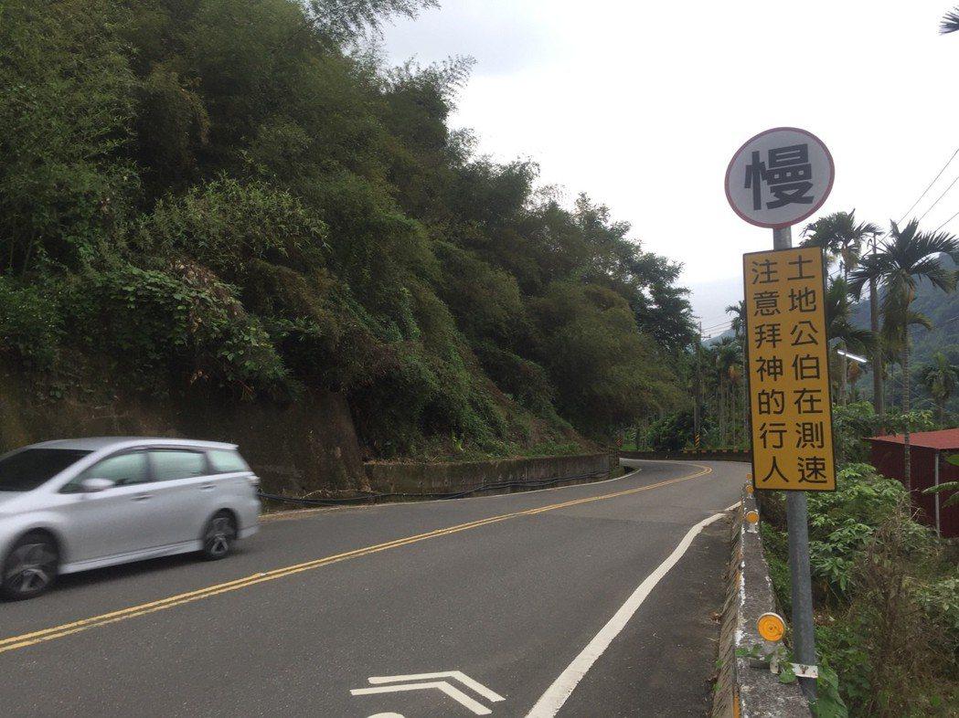 國姓鄉136號縣道連接台中市太平區道路曲折蜿蜒,吸引許多汽機車在山道上過彎飆車,...