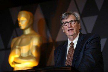 好萊塢性侵風暴還未停歇,奧斯卡金像獎主辦單位「美國影藝學院」主席約翰貝利自去年8月獲選上任後,面對一連串的影人性爭議,曾經表示支持受害者,也同意了開除淫魔製片哈維溫斯坦的會員資格,以及曾兩度被控性騷...