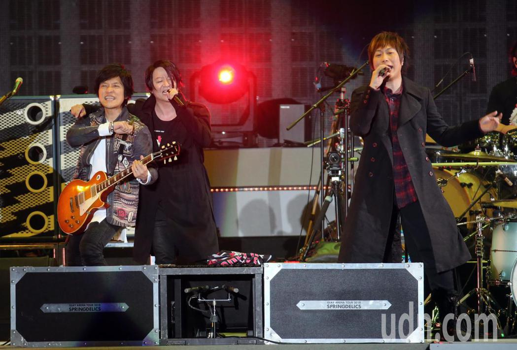 日本天團GLAY與台灣天團五月天兩大天團合體演唱,嗨翻小巨蛋。記者許正宏/攝影