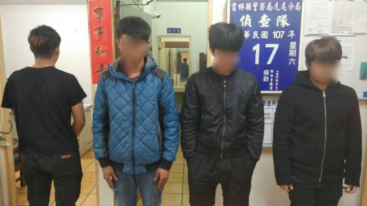 警方漏夜逮捕涉嫌私闖民宅打人的三男及一少年。圖/虎尾分局提供