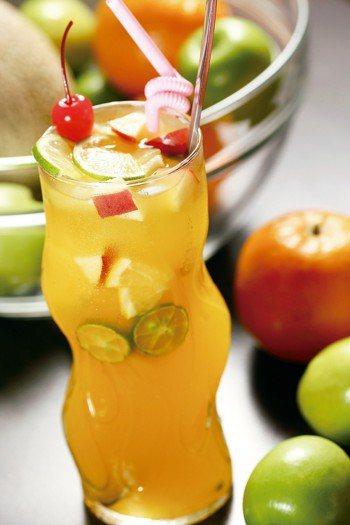 近年來水果茶頗受歡迎,除了氣味新清、少咖啡因,似乎也讓人覺得它是「較健康」的飲品...