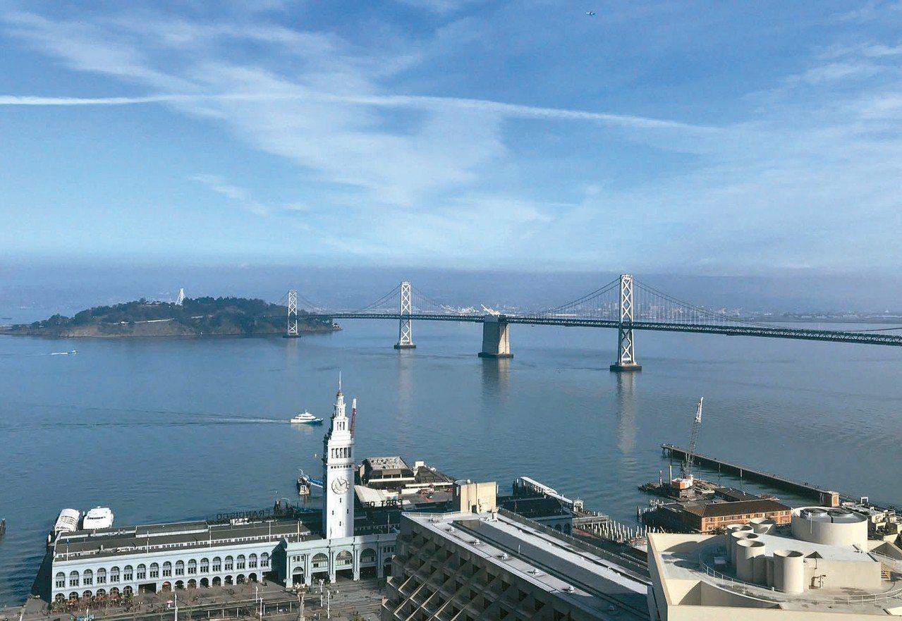 新創企業的新發展,是和都市計畫結合,新創整座城市,圖為舊金山的灣區大橋。 路透