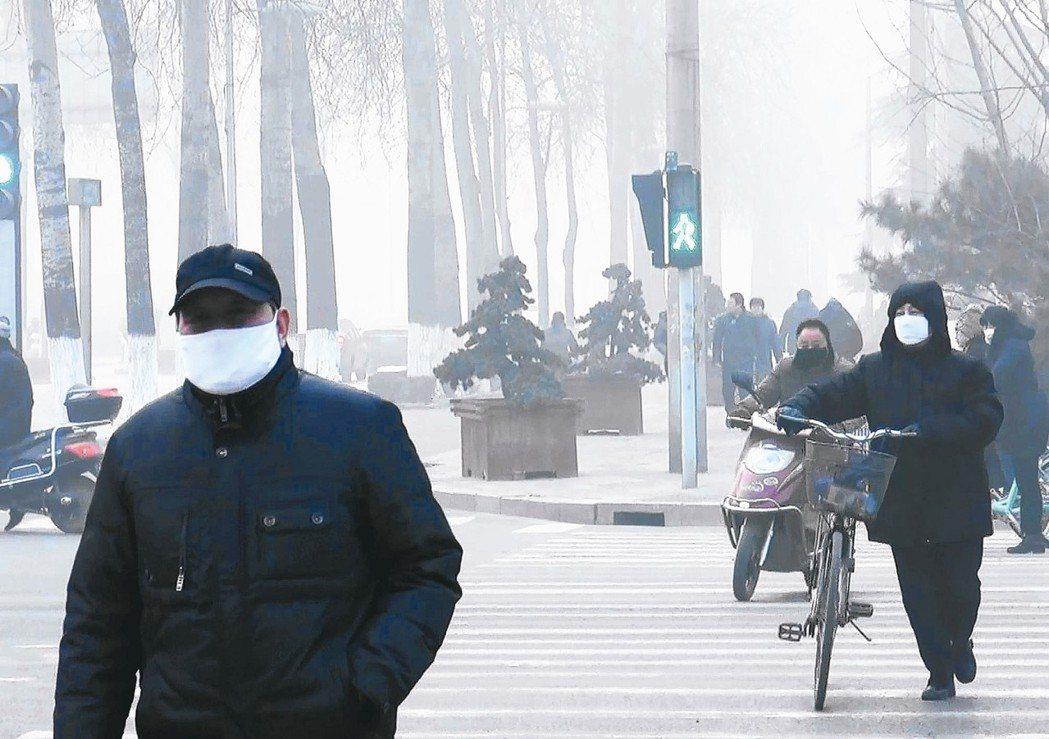 大陸環保部長李幹杰重申今年限汙令不會放鬆。圖為河北石家庄霧霾汙染嚴重。 圖/聯合...