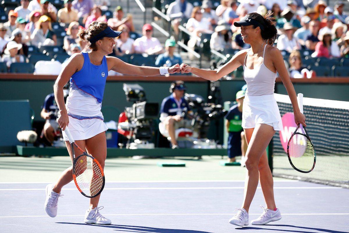 謝淑薇(右)與搭檔奪下印地安泉網賽女雙冠軍。 擷圖自印地安泉網賽官方推特。