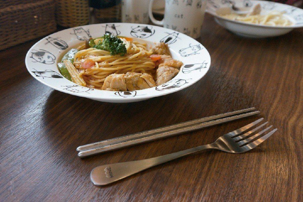 唐榮公司的不鏽鋼餐具刀叉組是今年上市的新品。 圖/唐榮公司提供