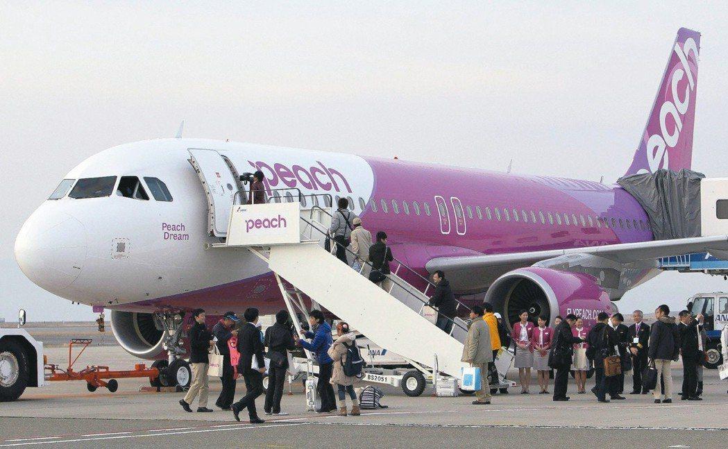 全日空整併旗下的樂桃和香草航空,組成日本最大的廉價航空公司。 法新社
