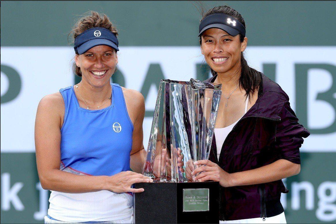 謝淑薇(右)在印地安泉女雙奪冠,獎金與排名大豐收。 擷圖自WTA官方推特
