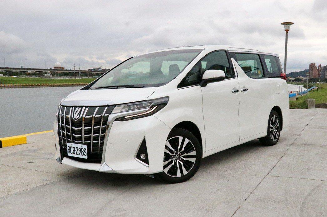 全新Toyota Alphard。 記者陳威任/攝影