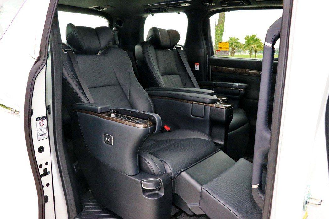 尊榮頭等艙座椅配置是ALPHARD的一大特色。 記者陳威任/攝影