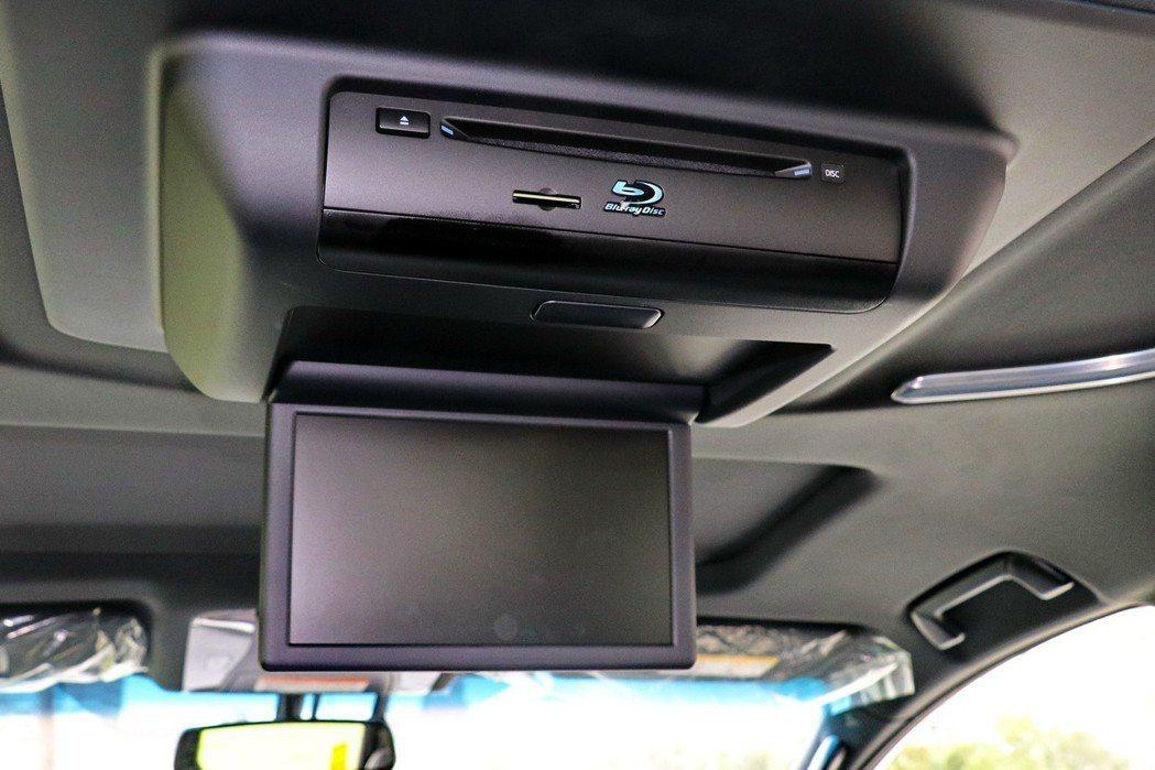 九吋螢幕及吸頂式藍光DVD播放機。 記者陳威任/攝影