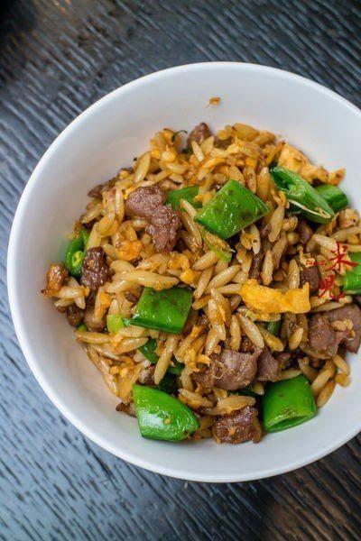 """當年在寒舍食譜,把義大利米型麵拿來做中式""""炒飯"""",好吃到一個不行,也是阿早的創意..."""
