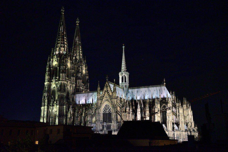 夜晚的科隆大教堂。 攝影 / 彭奕翔