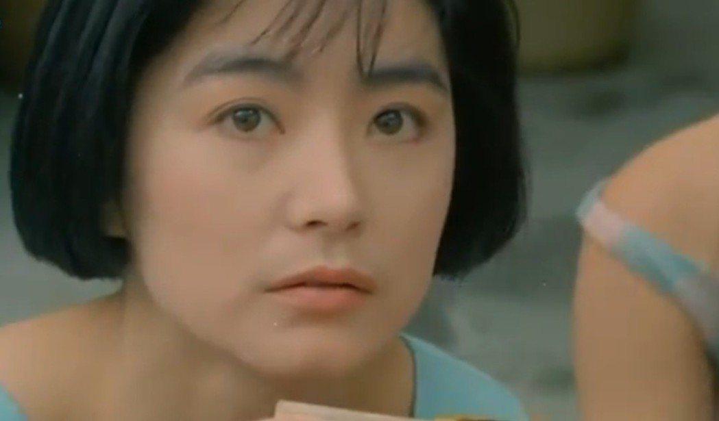 林青霞在「今夜星光燦爛」扮演年輕純情的女學生。圖/翻攝自YouTube