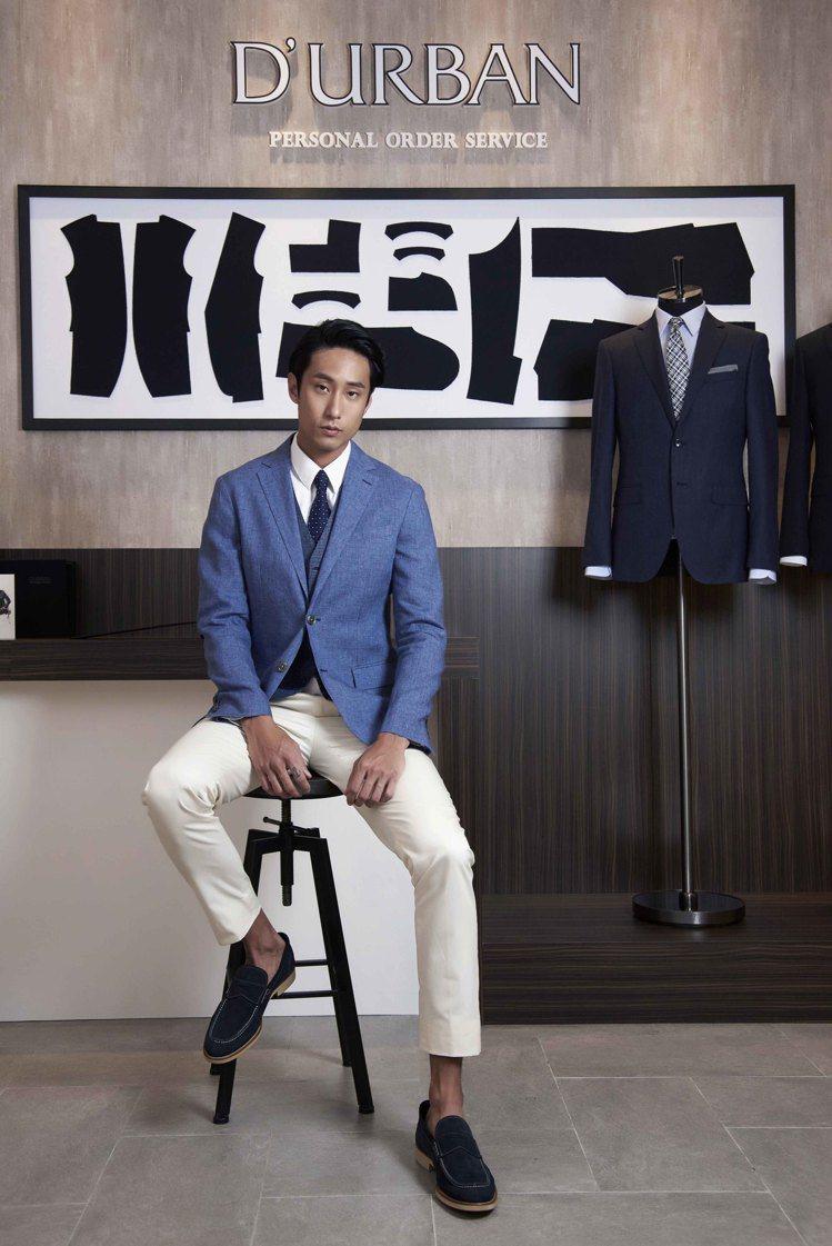 模特兒J-Quality系列無結構西裝外套搭配千鳥紋背心與白色休閒褲。圖/DUR...