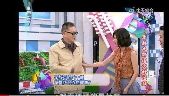 李敖(左)和小S在「康熙來了」的互動令人印象深刻。圖/摘自YouTube