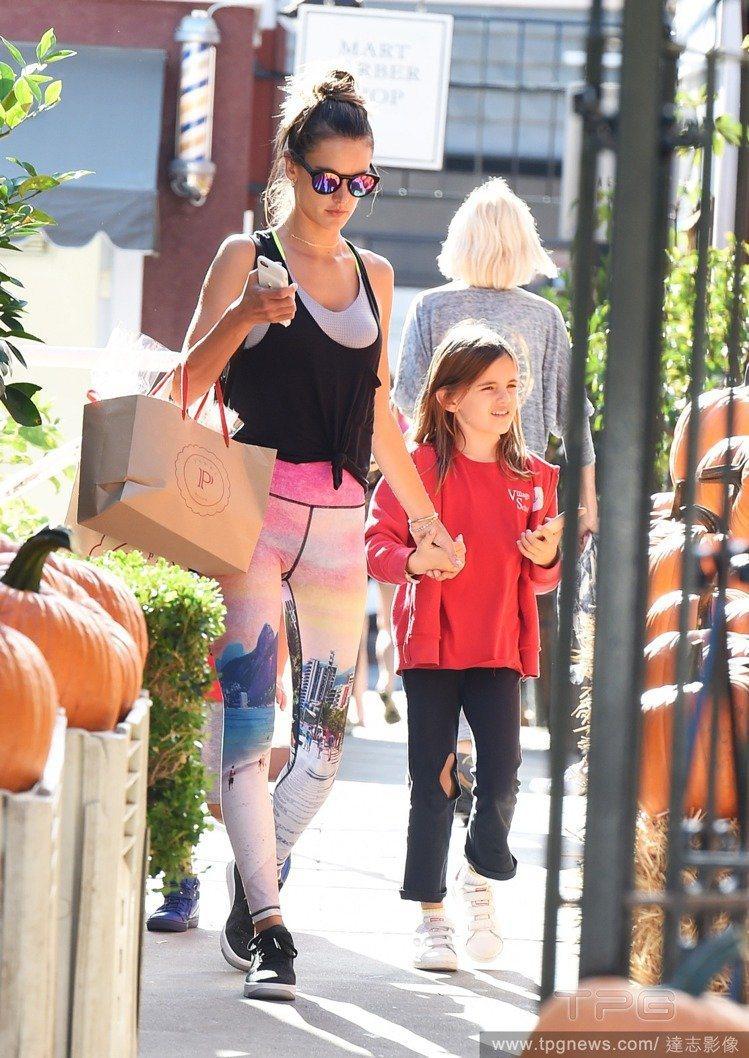 Alessandra Ambrosio與女兒Anja。圖/達志影像