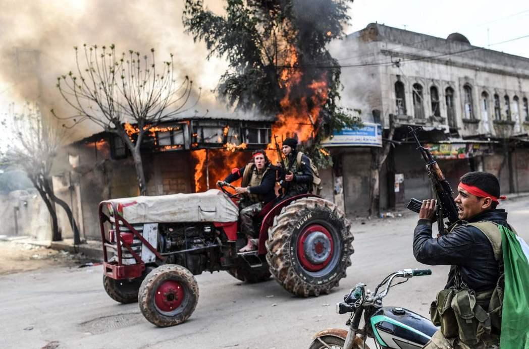 土耳其宣布,土耳其支持的敘利亞叛軍已將敘北的庫德族重鎮阿夫林的市中心,完全納入掌...