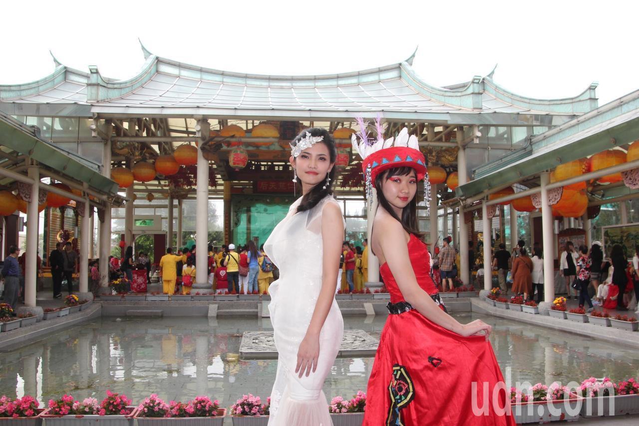台灣形象美學協與吳鳳科技大學今天在台灣玻璃館舉辦「衣元復始、萬形更新」活動,舉辦...