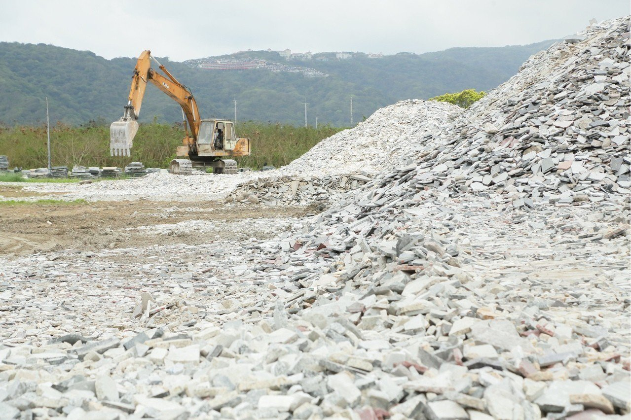 花蓮石材業、及觀光業受創嚴重,善款委員會編列預算補助不是受災戶的石材業以及觀光業...
