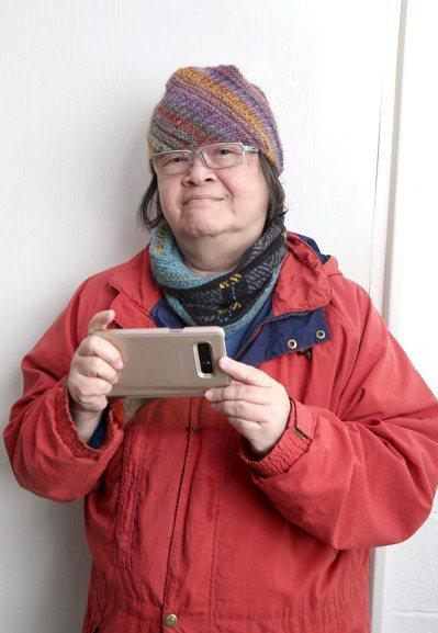 常製作網路微電影的聖心女中輔導老師王漪說,年輕人在社群上一看到長輩加入,就驚呼「...
