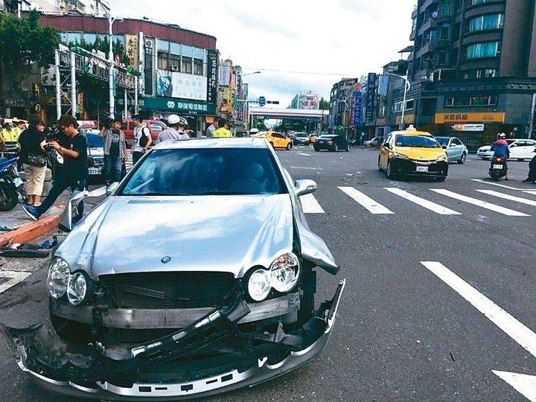 產險業者推出平價車體險,可彌補強制險不足。 (本報系資料庫)